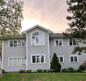 BEAUTIFUL 5 BEDROOM - AUG 1ST - SECONDS FROM CAMPUS AND HOSIPTAL