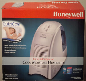 Honeywell QuietCare Cool-Moisture Humidifier WITH NEW FILTER