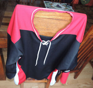 Ice hockey Red/Black Goalie practice jersey size 2XL , used once
