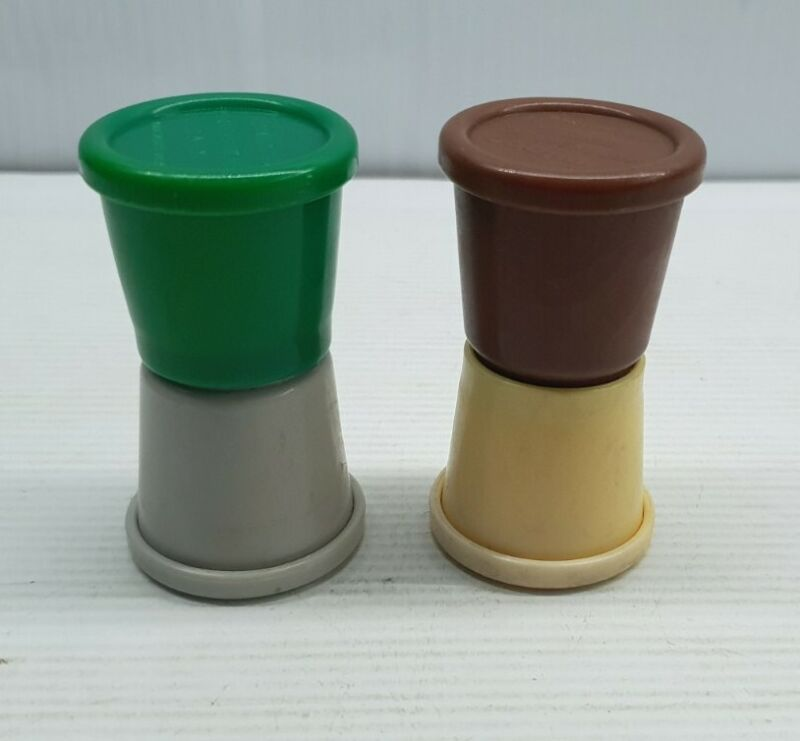 Twinco pinic Australian retro Vintage Salt and pepper shakers set plastic x2