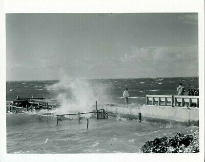 KIRK DOUGLAS JAMES MASON 20,000 LEAGUES UNDER THE SEA FROM ORIG NEG 8X10 B30