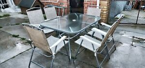 6 outdoor chairs, table 150×92×70cm height. Price no negatiable