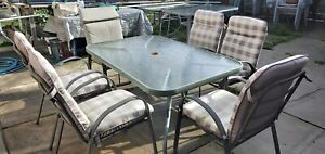 6 outdoor chairs, table 150×97×70cm height. Price no negatiable