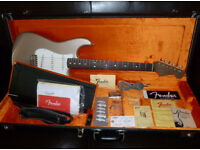 Fender American Vintage Series (AVRI) '65 Stratocaster in Shoreline Gold