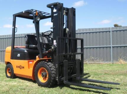 Forklift - New Everun FD25 Diesel Forklift -Container Mast,