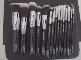 Brand new sealed 15 pieces zoeva luxe completeu set makeup brushes cosmetics make up brushk