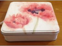 Floral empty tin - excellent condition - collectible, biscuits, pins, stationery, buttons, storage