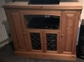 Beautiful Solid Pine TV, Media Centre Unit with Leaded Glazed doors and Cupboards. Fantastic Buy