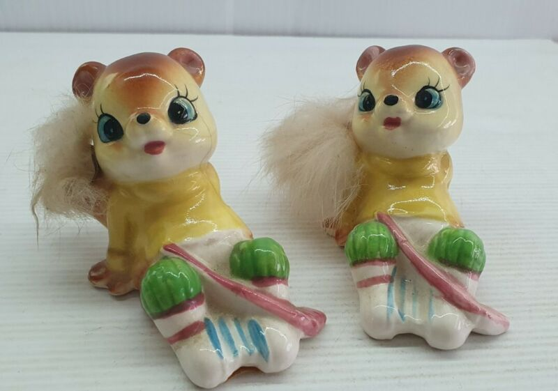 Squirrel playing hockey retro Vintage Salt and pepper shakers set Japan