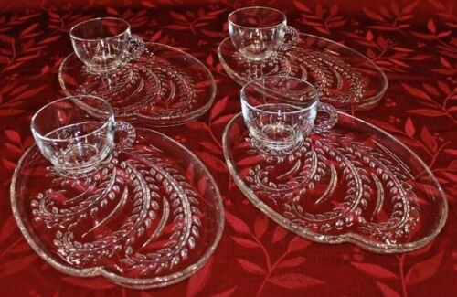Federal Glass Co Hospitality Glass Snack Set 4 Plates 4 Cups w/ Box Vtg  S6524