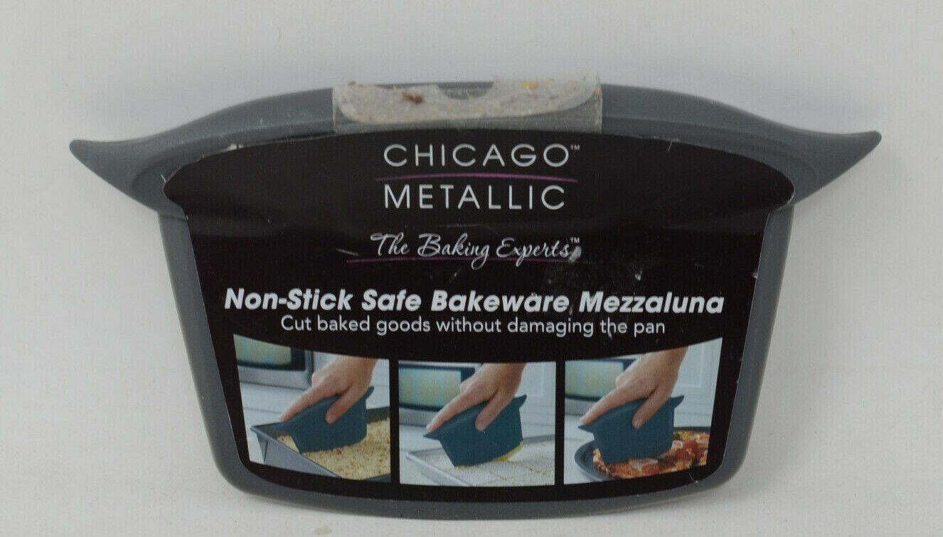 Chicago Metallic Non-Stick Safe Bakeware Mezzaluna