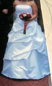 *REDUCED* wedding dress w/ glitter trimmed veil $280.00 *O.B.O*