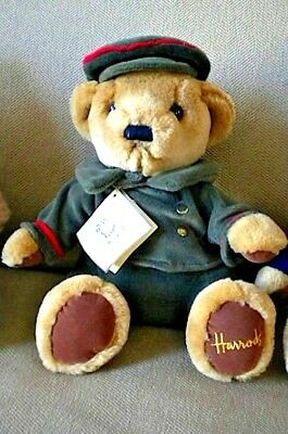 RARE Harrods Bear Doorman with Green Outfit Very good condition with Tag