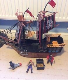 Pirate ship with treasure heat and figures