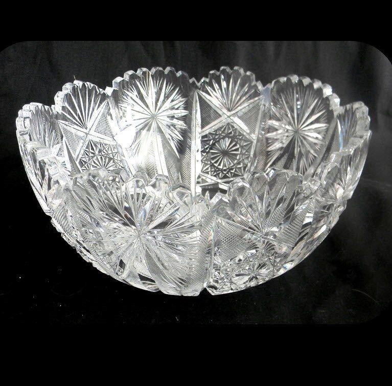 Vintage heavy clear crystal bowl with sawtooth rim