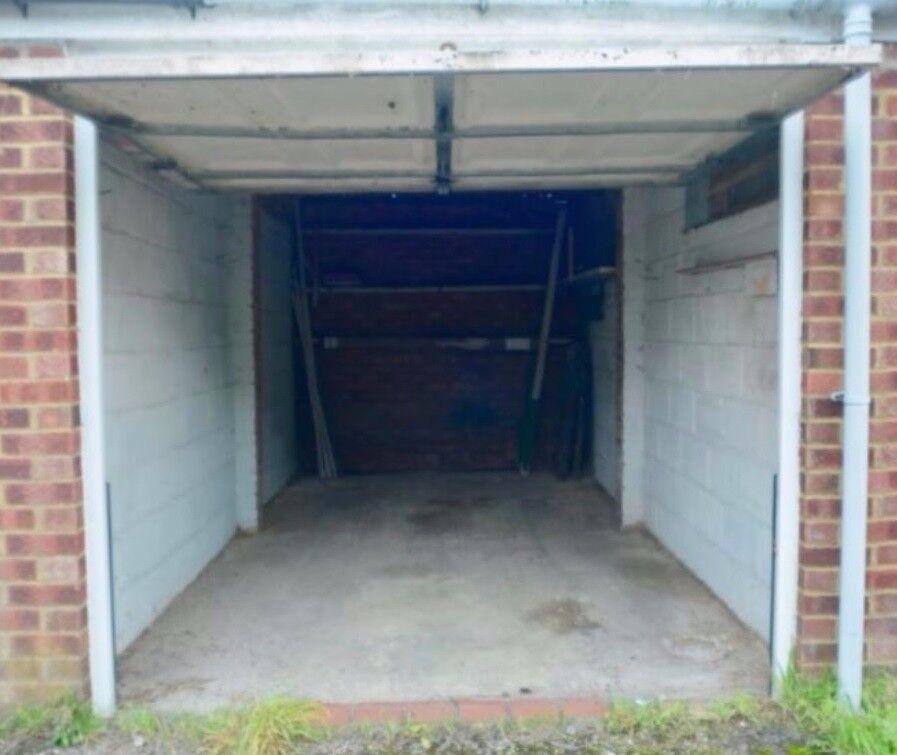 Garage in Merton, SM4, London (SP43101)