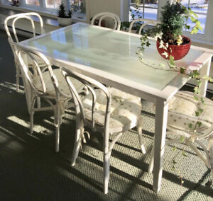 LOVELY TABLE AND 6 CHAIRS RATTAN