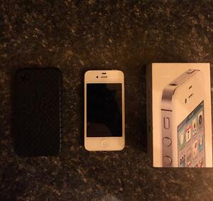 FOR SALE: 32GB, White iPhone 4s Kawartha Lakes Peterborough Area image 1
