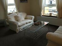 One bedroom, fully furnished flat to let, close to high street and train station.
