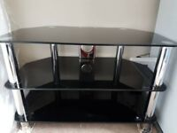 Glass coffee/tv table in EXCELLENT condition