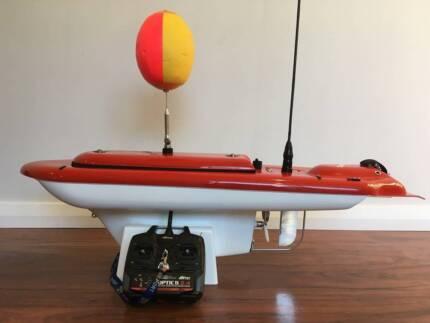 RC bait boat Aqua Cat Dingelhopper Turbo  - fishing