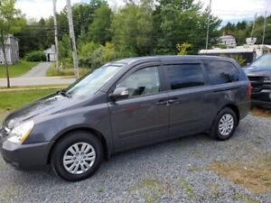 Amazing Deal. Kia Sedona 2012 Only $7495