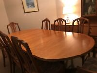 PARKER KNOLL EXTENDING DINING TABLE WITH 8 CHAIRS, IMMACULATE