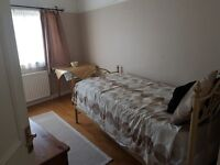 FURNISHED SINGLE ROOM TO LET IN NORWOOD. CLOSE TO WEST NORWOOD STATION. ALL BILLS INCLUSIVE.