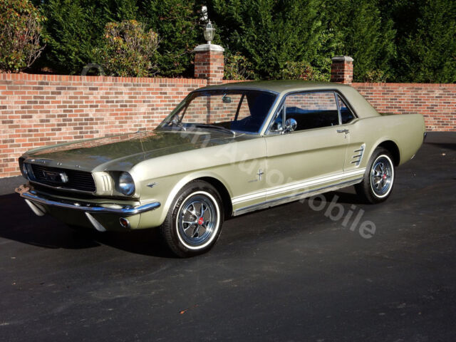 Ford : Mustang auto trans, power steering, solid, light green, black