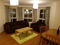 2 bedroom fully furnished 2nd floor flat to rent on McDonald Road, Leith, Edinburgh