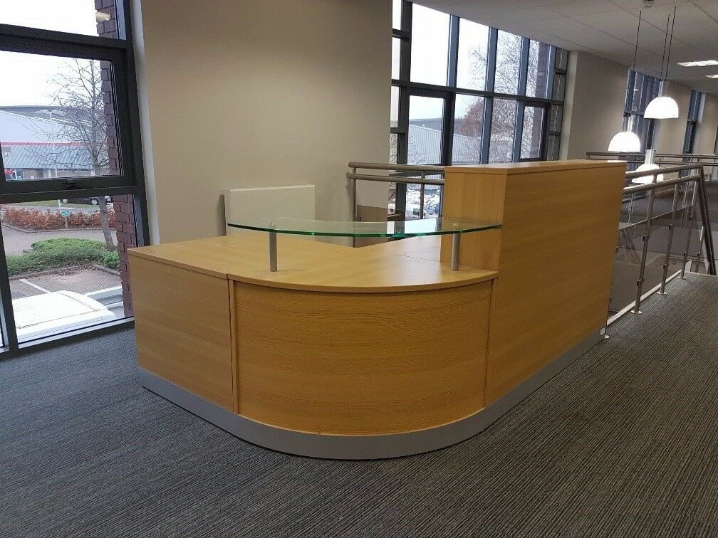 Foyer Chair Gumtree : Office company reception desk foyer counter in slough berkshire