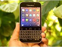 BLACKBERRY CLASSIC Q20,BLACK,FACTORY UNLOCKED,MINT CONDITION WITH ORIGINAL USB AND CHARGER PLUG