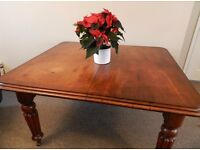 Fantastic Victorian Farmhouse Extending Dining Table - Seats 6 comfortably or 8 at a pinch