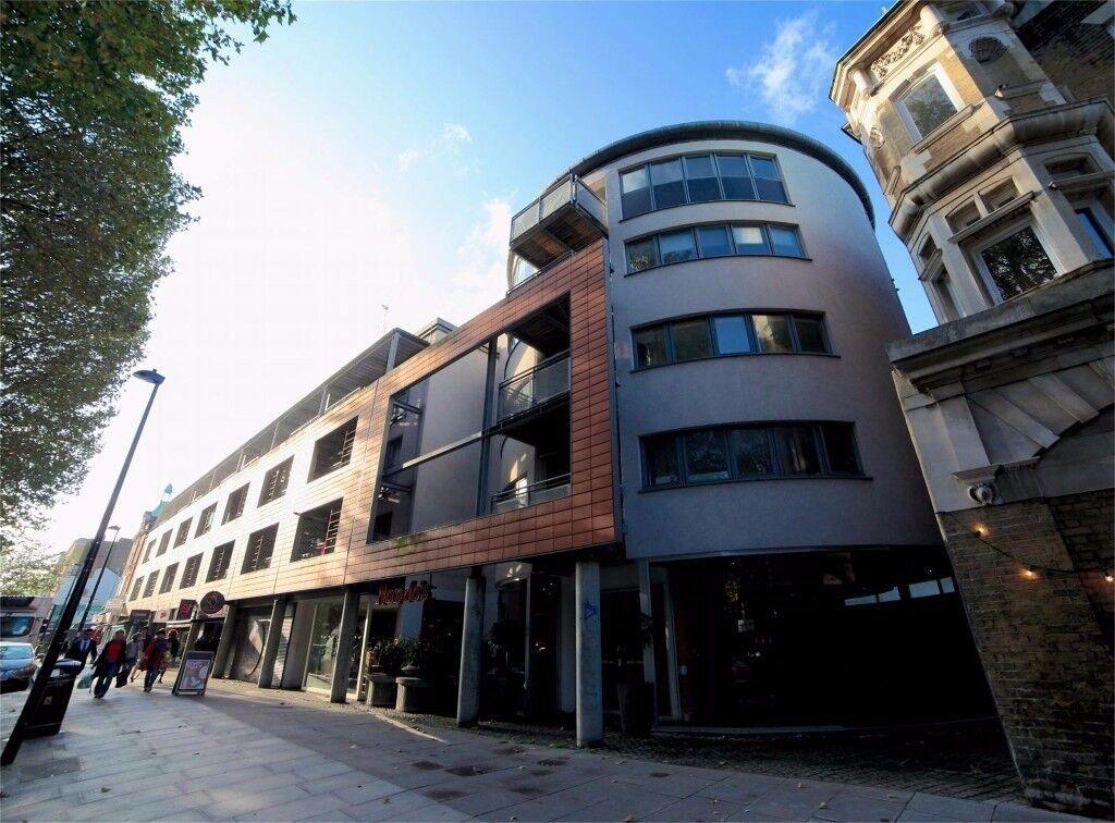 Newly renovated 2 bedroom apartment - large balcony - 3 minutes walk to Whitechapel station