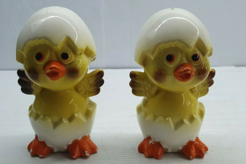 Hatching chicken and egg retro Vintage Salt and pepper shakers set Japan