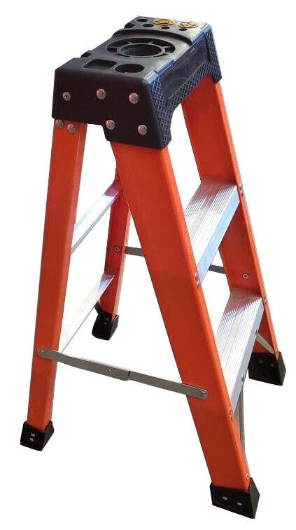 Tradecraft 3' Heavy Duty Fiberglass Step Ladder Grade IA 300