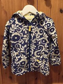 Mini Boden Girls Jersey Lined Shower Resistant Anorak. Navy with floral print. Age 3-4 yrs
