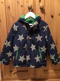 Mini Boden Boys Fleece Lined Star Print Jacket in Navy (5-6yrs)