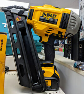 Cloueuse à batterie 20v DeWalt / Excellente condition !