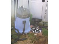 Numatic Industrial wv570-2 Wet & Dry Vacuum Cleaner Hoover with hose and pipes