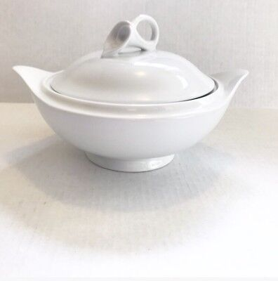 Classic White Lily - Mikasa Classic White Flair Calla Lily Covered Serving Bowl Garden Dish Wedding