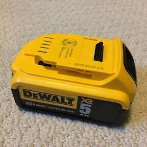 NEW DEWALT 20V™ 5Ah XR Lithium Ion Battery DCB205