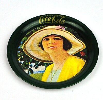Coca-Cola Untersetzer Coaster sous-bock Coke Girl in gelb mit Hut