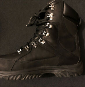 Black Men Timberland Sizs 8 US