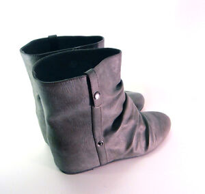 Wedge GRAY Boots in size 5.5 Bottes GRIS
