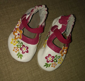 NEW (never worn) Robeez leather shoes, size 0 - 6m