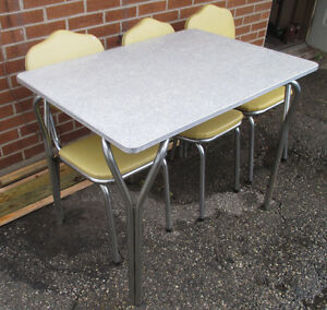 Mid-Century Modern 50's 60's Chrome Table and Shield Back Chairs Kitchener / Waterloo Kitchener Area image 6