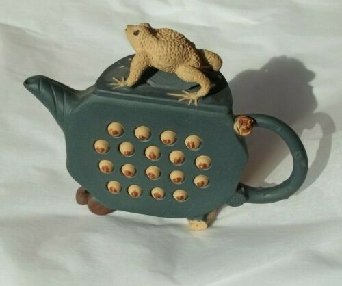 Artistic Vintage Japanese Collectible Teapot with Frog (Surinam Toad)