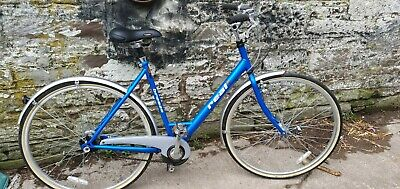 "Real Breeze hyrbid Bike(700cwheels,21""frame,4 auto speed)"