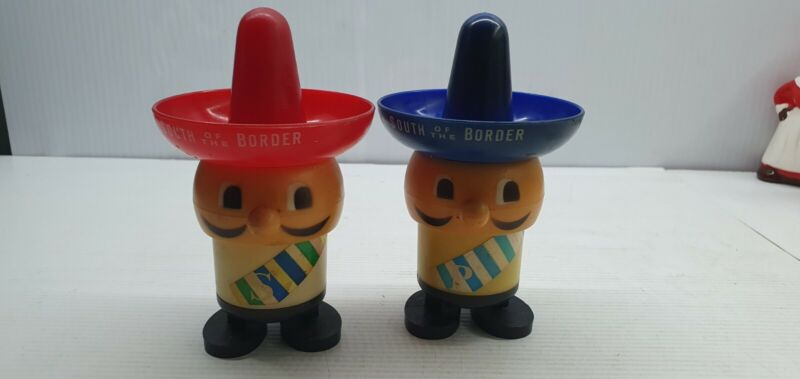 Mexican South Of The Border Vintage Salt and pepper shakers plastic average hats